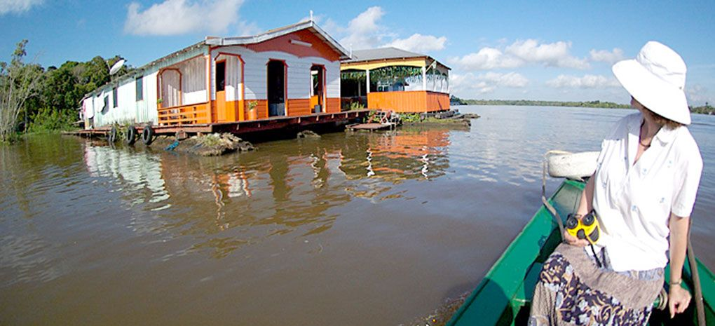 flutuante xiborena on Amazon River Cruise